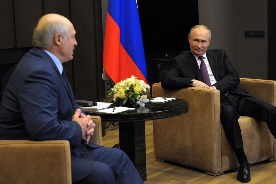 Путин предложил Лукашенко перевести встречу в неформальный формат. Фото: пресс-служба Кремля.