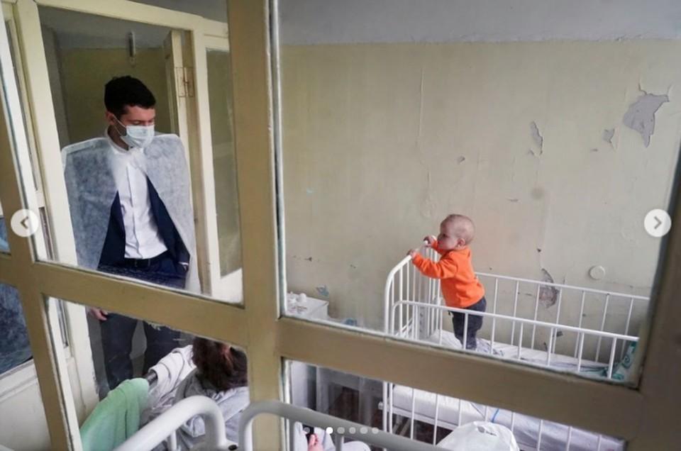 Глава региона в одной из палат черняховской инфекционной больницы