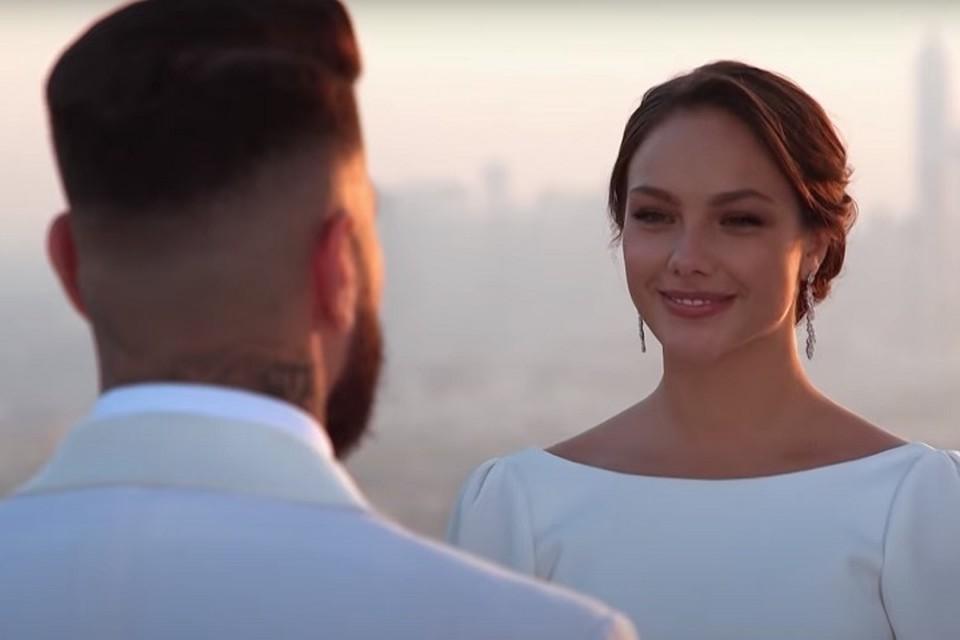 В шоу «Холостяк» на ТНТ победила хабаровчанка. Фото: скриншот с видео.