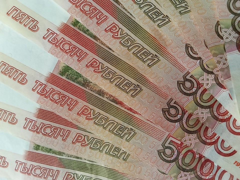 В Новом Уренгое местный предприниматель задолжал сотрудникам пол миллиона