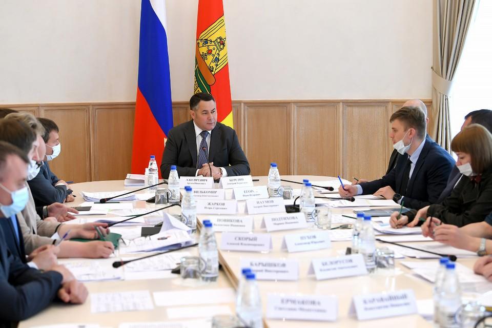 Губернатор обсудил с членами областного правительства демографическую политику в регионе. Фото: ПТО