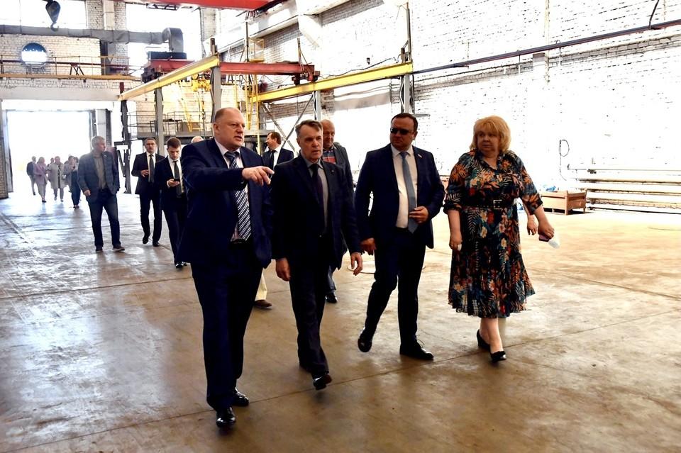 Во время визита в район парламентарии посетили ряд градообразующих предприятий. Фото: ЗСТО