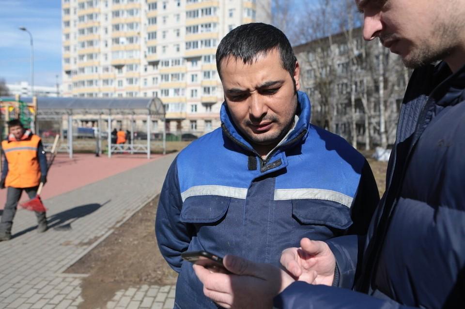 В Петербурге заметили огромную очередь у Единого миграционного центра.