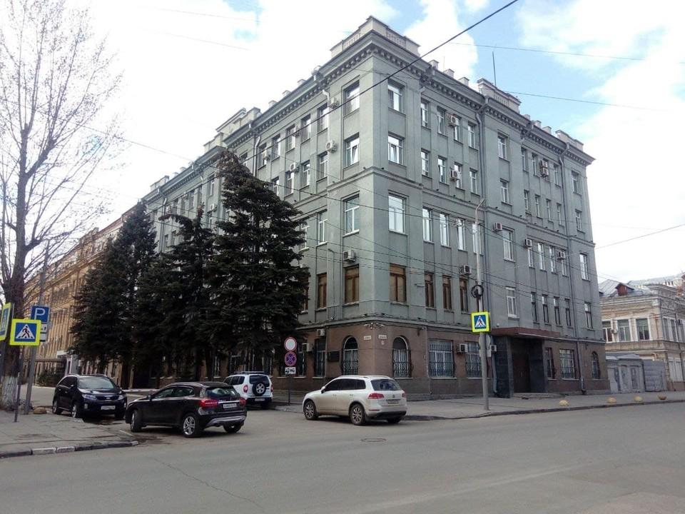 У здания ФСБ в Саратове станет меньше зелени