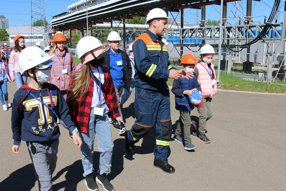 Экскурсия на подстанцию 220 кВ «Левобережная» в Красноярске. Фото предоставлено компанией