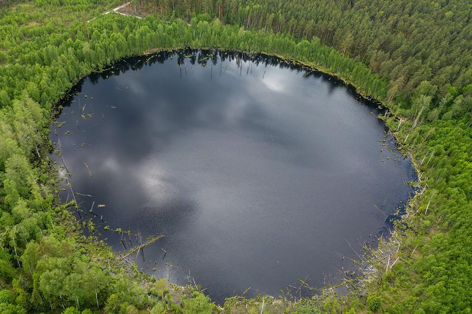 По одной из версий, Смердячье озеро образовалось 10 тыс лет назад после падения метеорита.