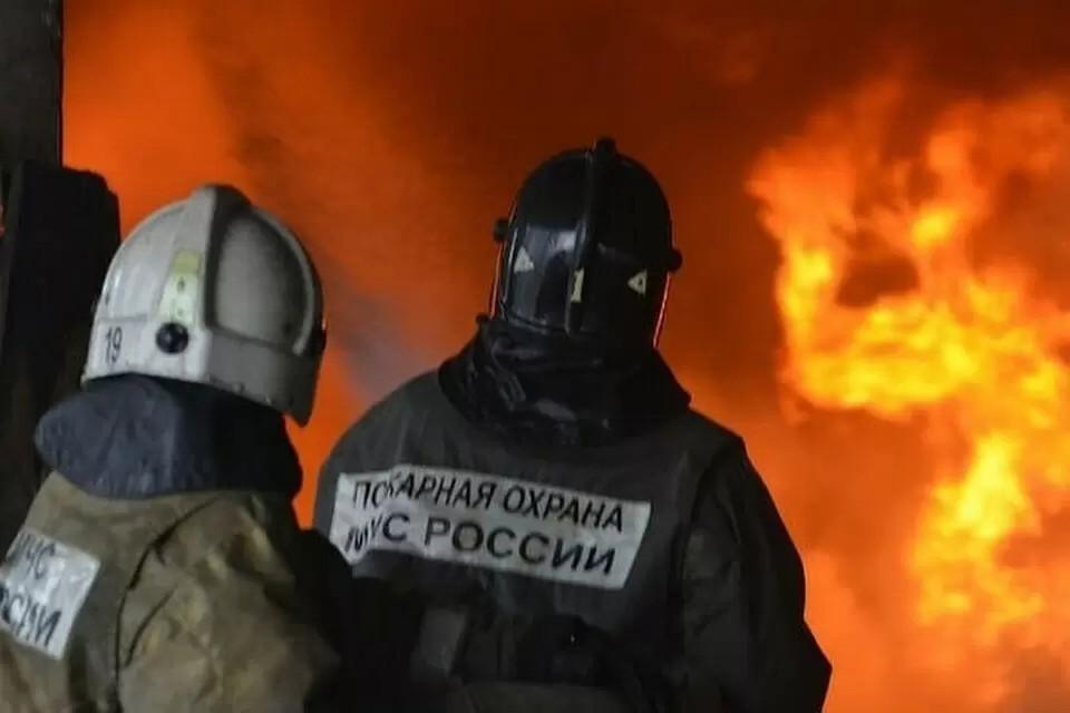 Пожар в частном секторе на улице Совхозной в Гурзуфе тушат 23 сотрудника МЧС