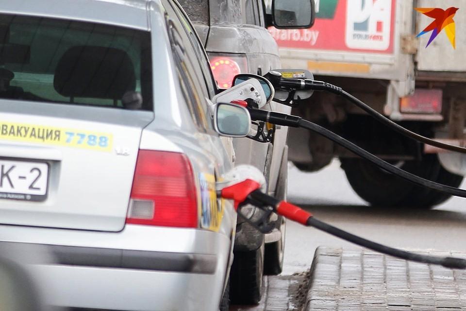 Сколько бензина могут купить на среднюю зарплату белорусы и жители других стран/