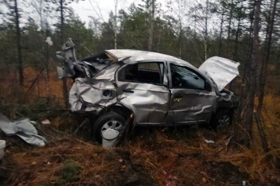 Водители обоих машин и пассажир Ford получили травмы различной степени тяжести. 68-летняя пассажирка Chevrolet скончалась в машине скорой помощи. Фото: Мурманск ДТП ЧП