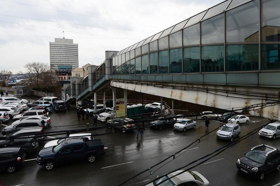 Самое безобидное на фоне ограблений, происходившего в этом переходе - ночевки бездомных. Фото: newsvl.ru