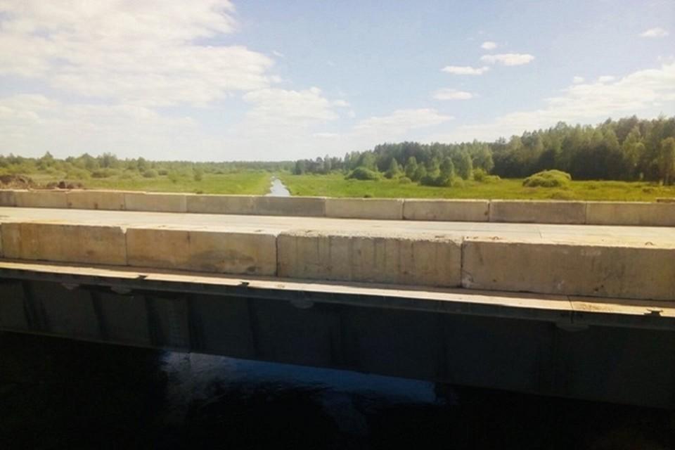 На месте рухнувшего за две недели возвели временный мост. Фото: Минтранс.