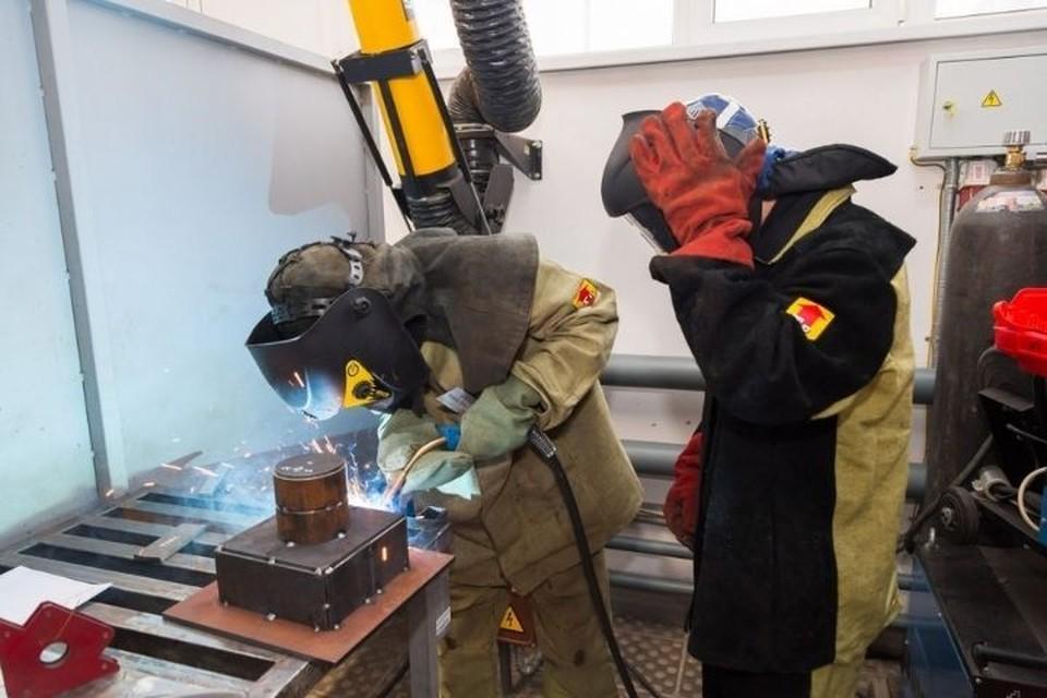 В список востребованных профессий также вошли сварщики, которых очень не хватает на заводах Чувашии. Фото: Портал органов власти Чувашии