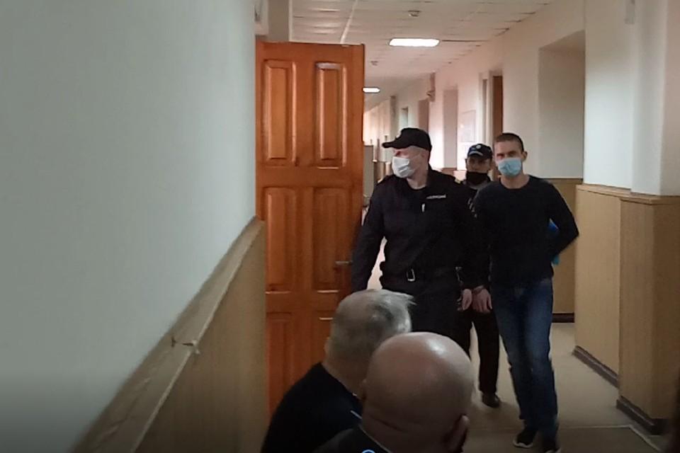 Жителю Тверской области Александру Зобенкову, обвиняемому в тройном убийстве, прокурор просит дать 18 лет в колонии строгого режима.
