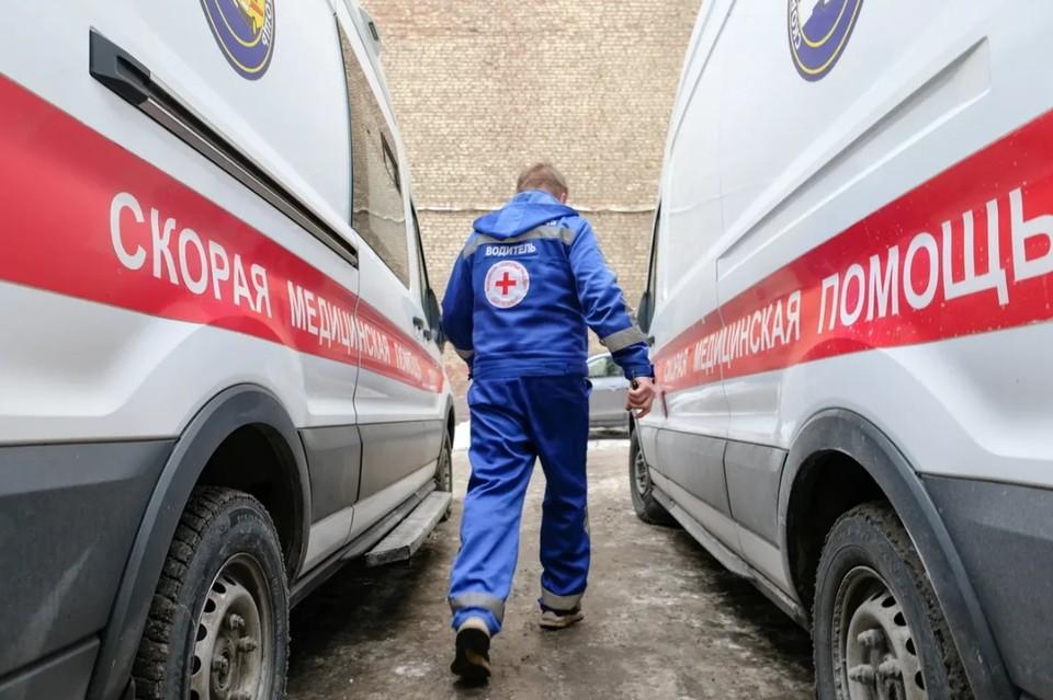 Школьник, выпавший из окна в Петербурге после несданного ОГЭ по математике, скончался в больнице.