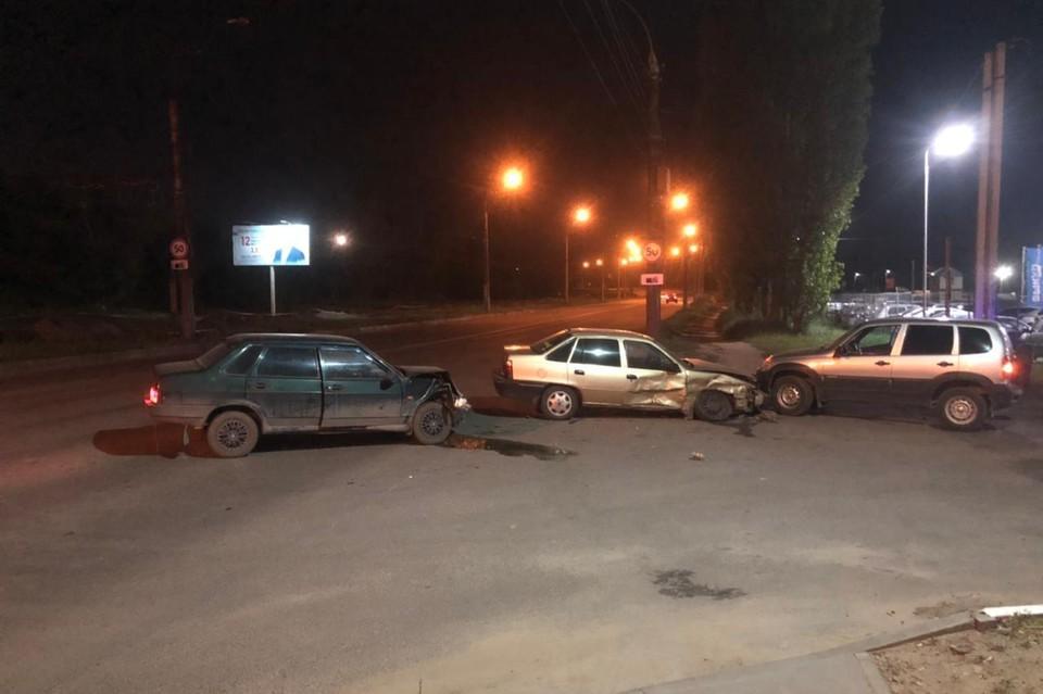 Авария с тремя машинами в Липецке