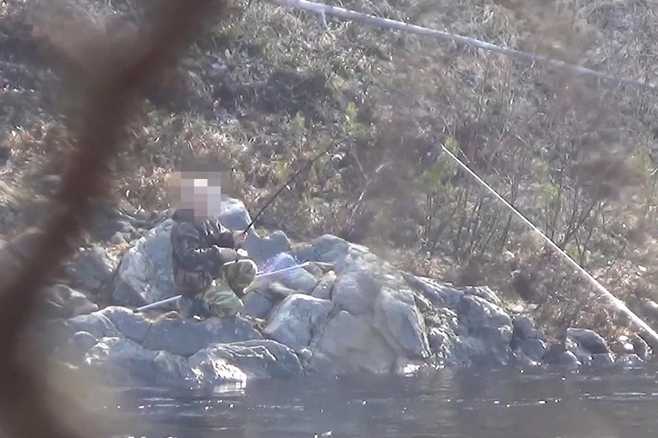 Орудия лова и незаконно добытые биоресурсы изъяты сотрудниками полиции. Фото: Скриншот видео