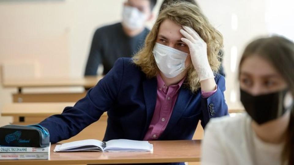 На экзаменах в масках и с закрытыми окнами. Фото: соцсети