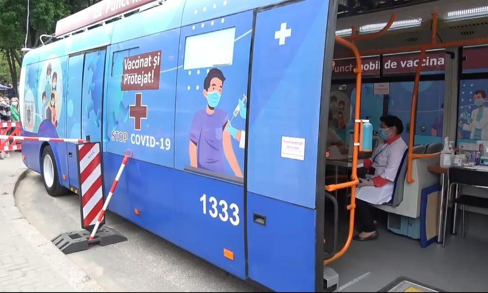 Мобильные пункты вакцинации в Кишиневе будут работать и в выходные.