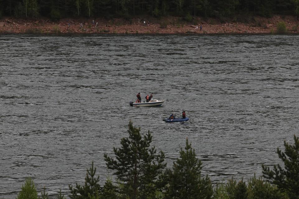 В Поронайском районе возобновились поиски второго рыбака, пропавшего 5 июня на реке Поронай