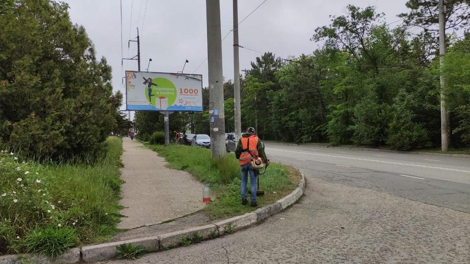 В Симферополе решили обратить внимание на обочины. Фото: Андрей Черниченко/Антон Гумен/Facebook
