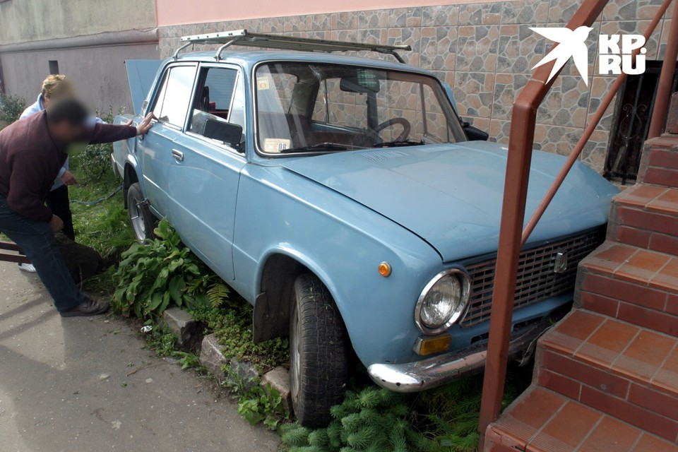 Автомобили ушли в металлолом.