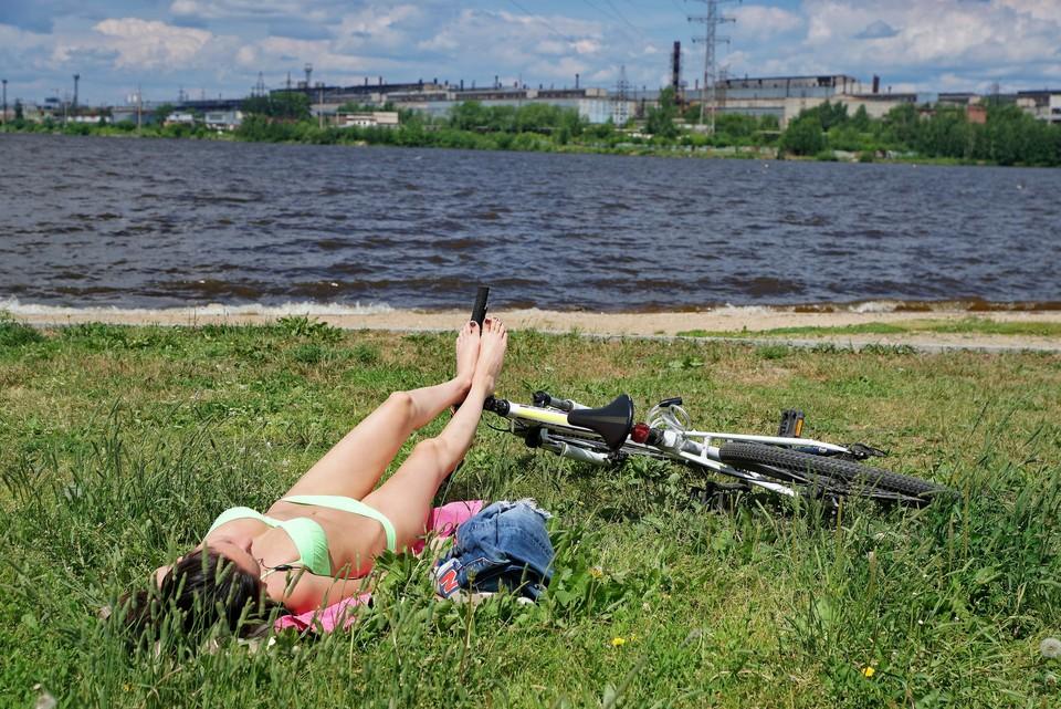 Роспотребнадзор сообщил, что ни в одном водоеме города купаться не безопасно.