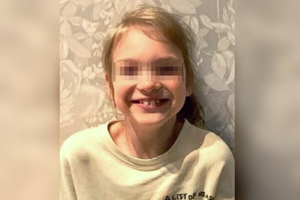 """В Петербурге на пляже пропала 7-летняя девочка, отдыхавшая с папой и бабушкой. Фото: ПСО """"ЛизаАлерт"""""""