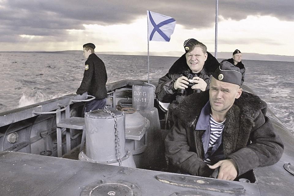 Капитан Горюнов (Максим Аверин) знает - ему с подводной лодки никуда не деться. Фото: Кадр из фильма