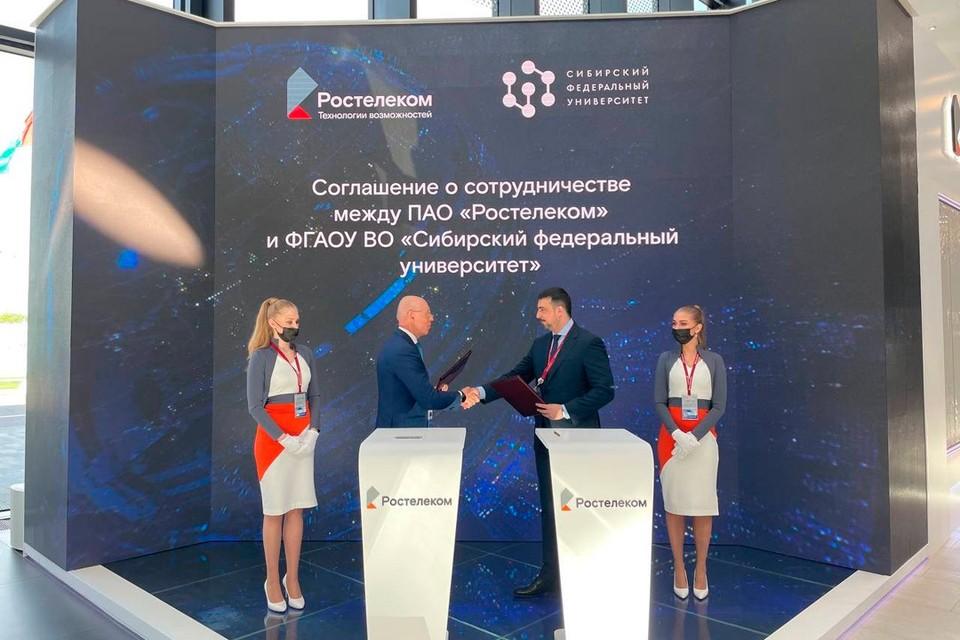 Валерий Ермаков и Максим Румянцев. Фото предоставлено департаментом внешних коммуникаций МРФ «Сибирь».
