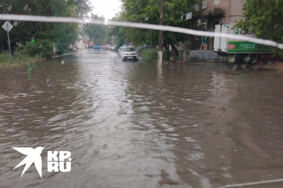 Потоп в переулке Трудолюбия Фото: Евгений Трофимов