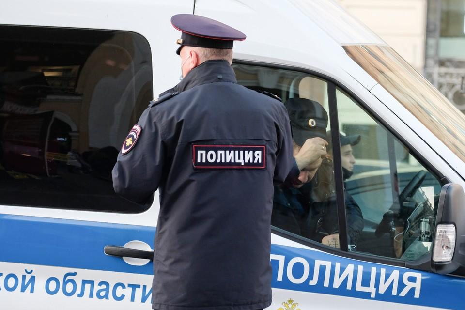 Двое молодых людей погибли в пирсинг-салоне в Петербурге.