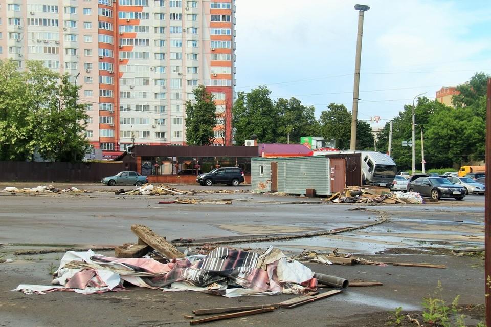 Площадь Жукова замусорена. Фото из официального аккаунта вконтакте Юрия Парахина