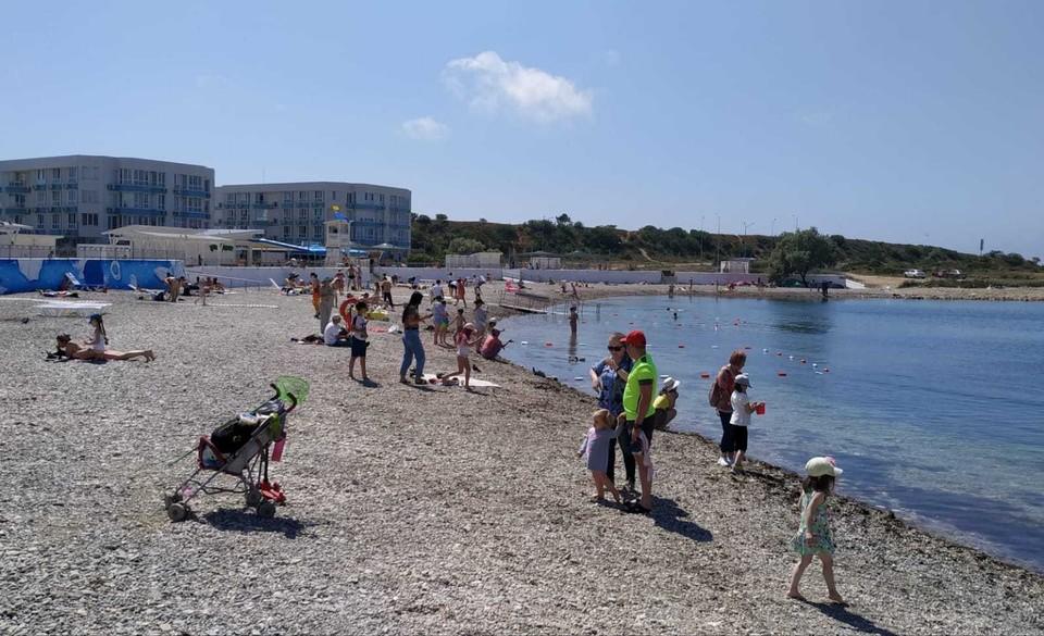 На Солдатском пляже отдыхают в основном туристы