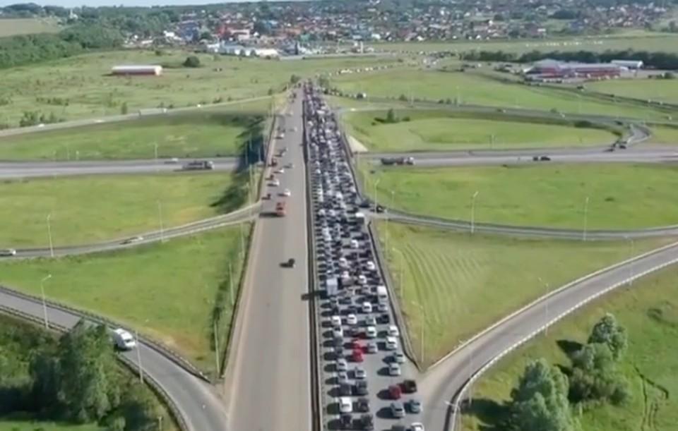 В среднем за сутки через него проходит более 25 тысяч автомобилей.