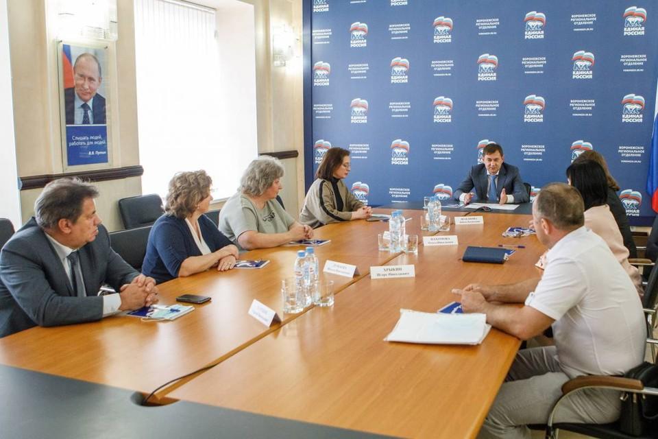 Владимир Нетёсов поблагодарил соцработников за то, что они ведут постоянный поиск новых технологий и форм работы для ускорения обратной связи с населением