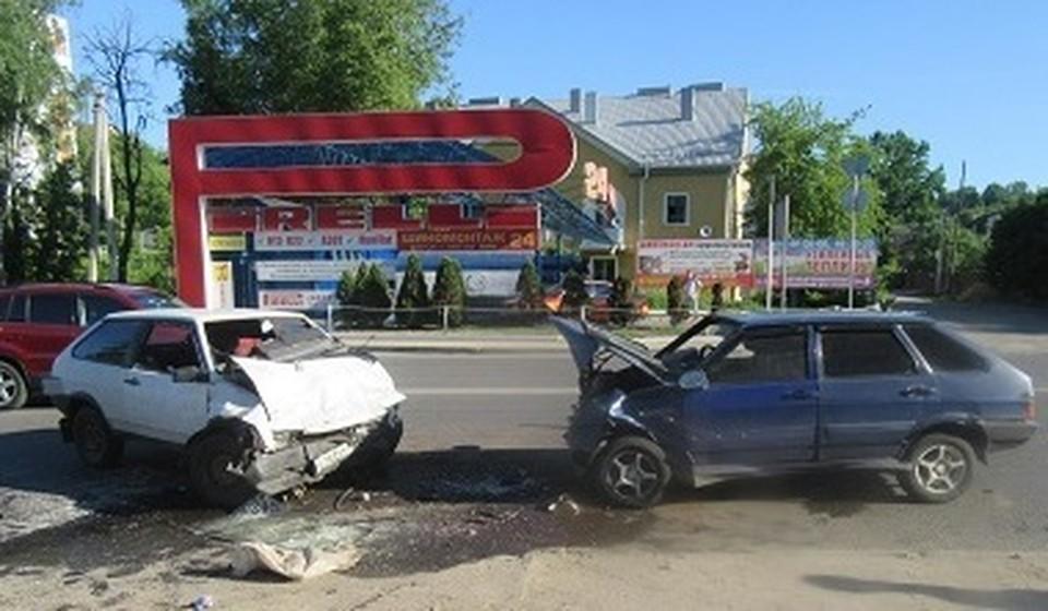 Молодой парень пострадал в ДТП на улице Свердлова в Смоленске. Фото: УГИБДД УМВД России по Смоленской области.