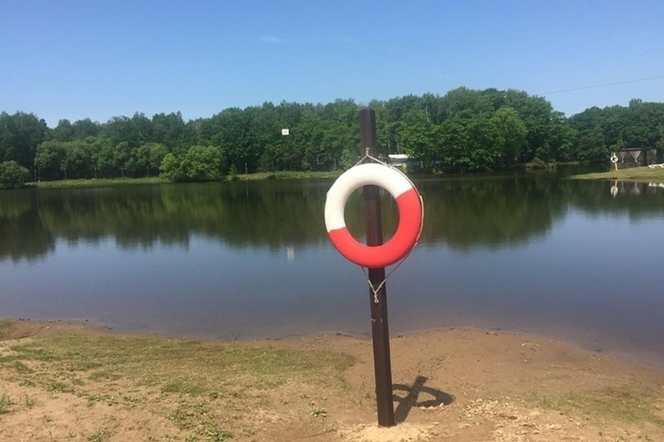 Этот объект - не пляж, то есть купаться здесь запрещено