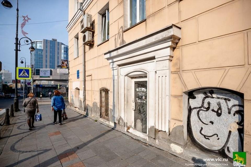Часть фасадов в центре города нуждается в покраске или ремонте. Фото:Евгений Кулешов/Администрация Владивостока.