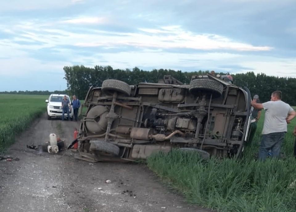 Смертельная авария случилась на узкой дороге.
