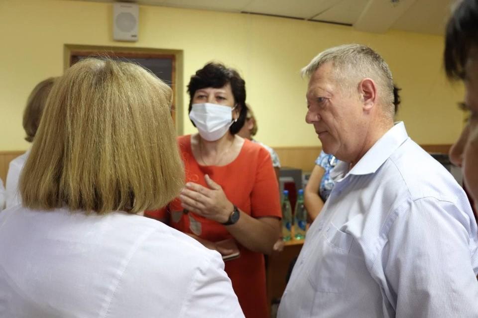 Николай Панков провел встречу с медиками в городе Балаково
