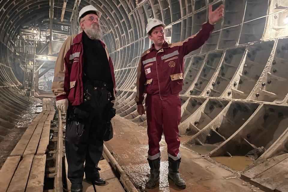 Анатолий Вассерман спустился под землю на 67 метров и посетил строительство станции «Марьина Роща» Большой кольцевой линии. Фото: Алена КУРЕНОВА.