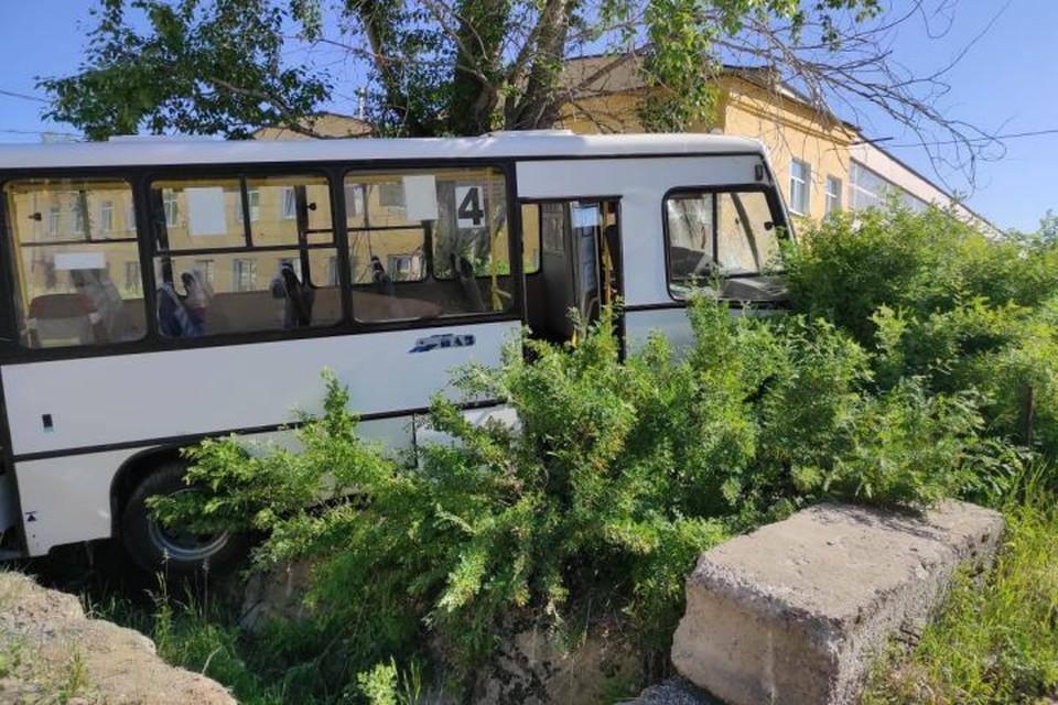 Примерно в 07.20 автобус врезался в рабочих комбината в Лесном. Фото: СУ СКР по Свердловской области
