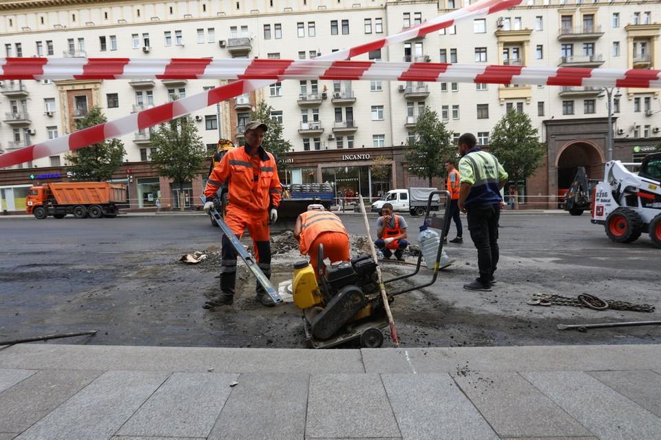 Перекрытие Тверской улицы из-за ремонта отложат по причине дождливой погоды.