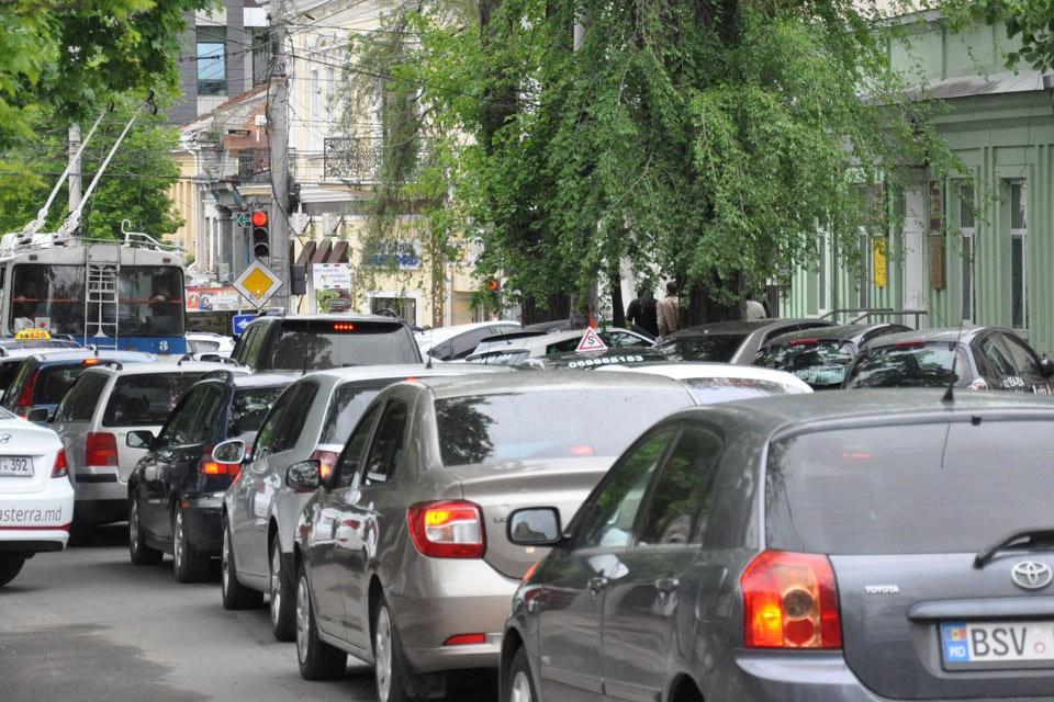 В стране официально зарегистрировано более миллиона транспортных средств.