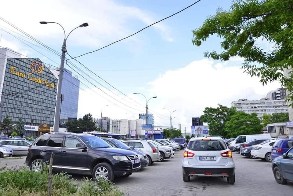 В центре столицы для всех жителей освобождена еще одна общественная парковка! Фото:facebook.com/Ion.Ceban
