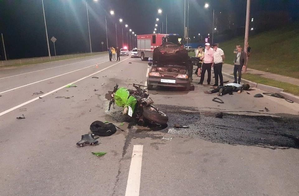Водитель легковушки нарушил ПДД - поехал через двойную сплошную.