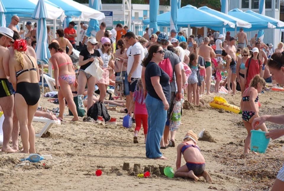 На пляжах Анапы уже не протолкнуться