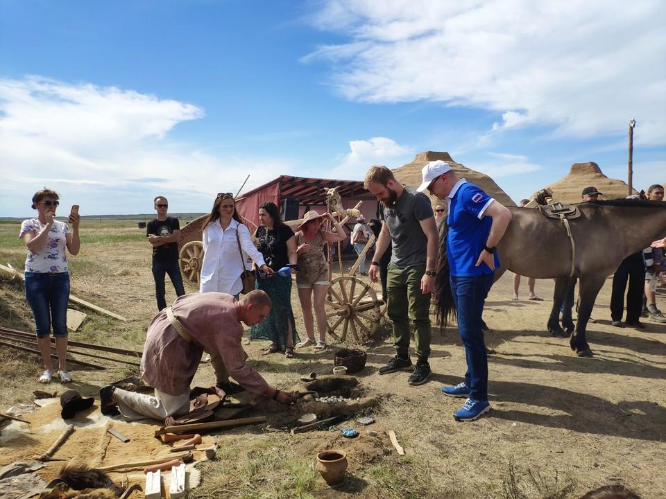 Алексею Текслеру показали процесс получения бронзы из медесодержащих полезных ископаемых.