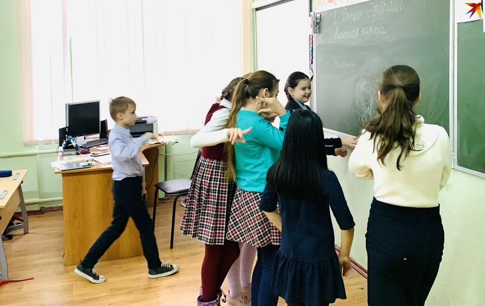 Стартует выплата пособий на школьников в Твери.