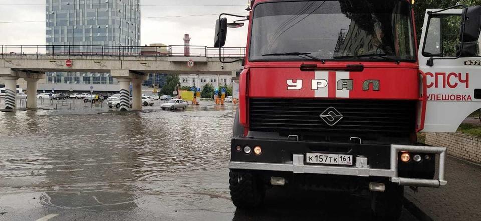 На месте работают спасатели МЧС. Фото: ГУ МЧС России по РО.